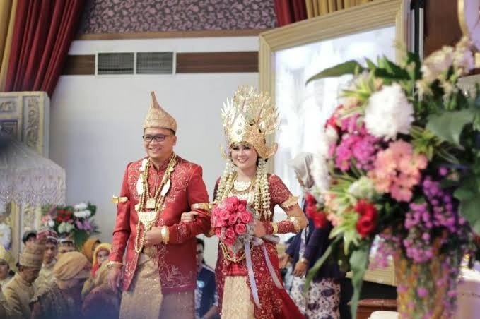 Nama Pakaian Adat Lampung