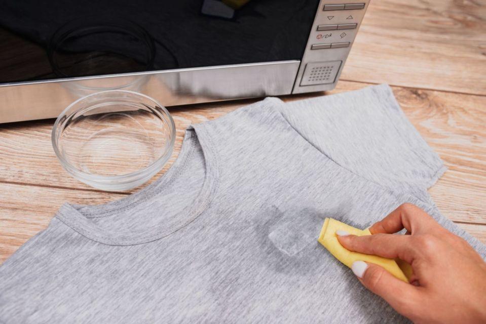 menghilangkan sablon di baju
